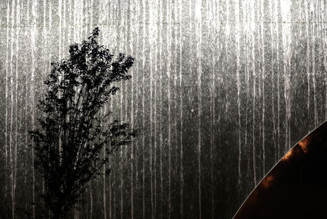 mise en lumi re du mur d 39 eau aix en provence l 39 acte lumi re. Black Bedroom Furniture Sets. Home Design Ideas